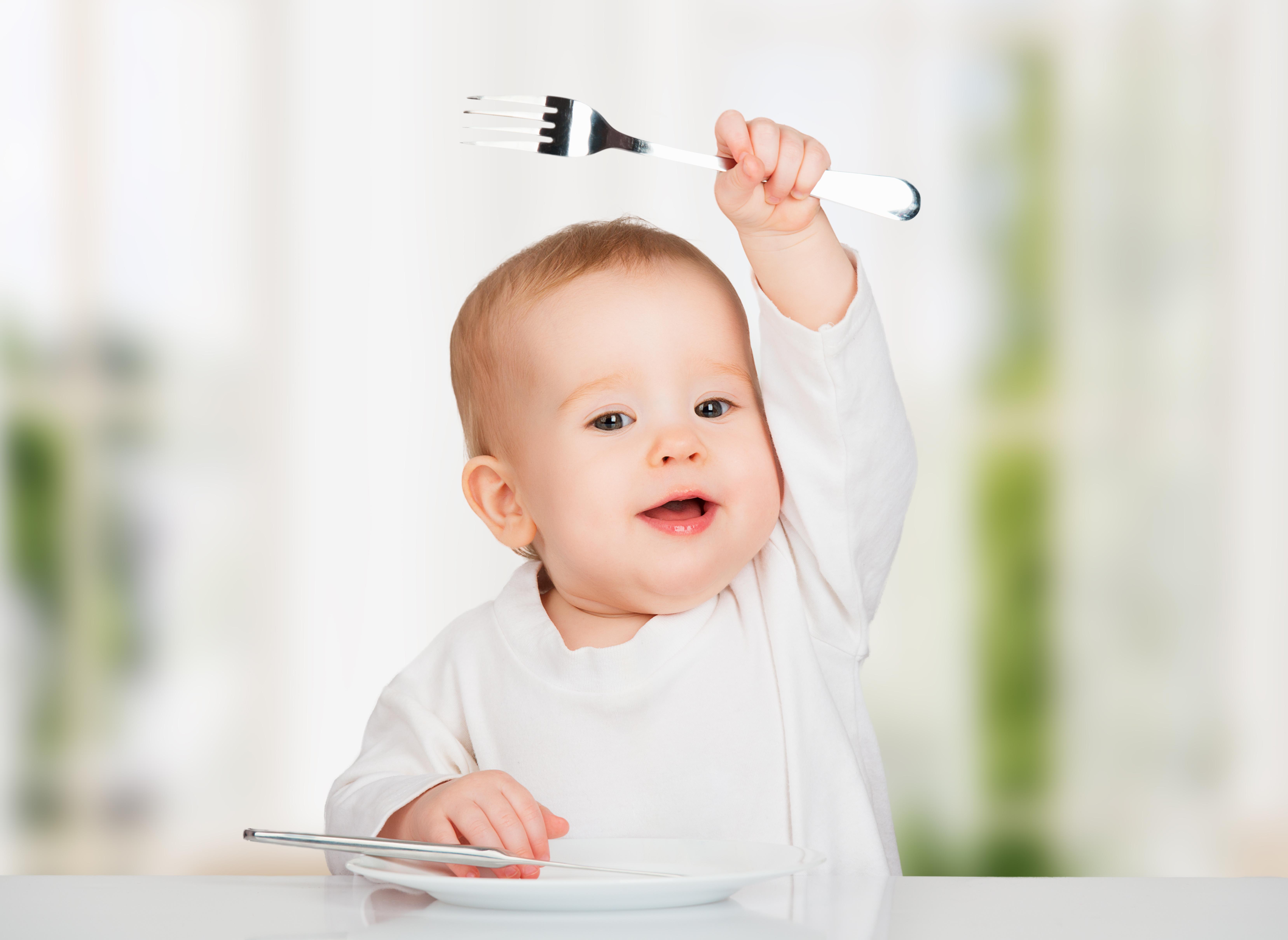 Dziecko z widelcem